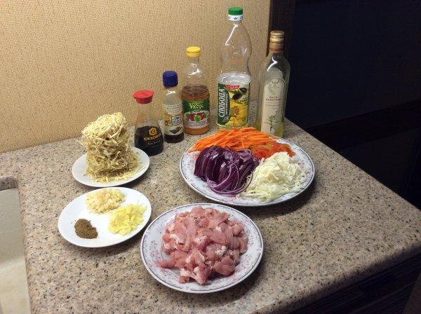 Лапша яичная со свининой вок китайская